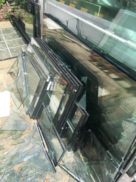 Image 2 offer Insulating double glazing from windows and doors - for removal