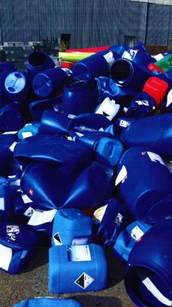 Main image of the offer Cleaned, blue HDPE canisters